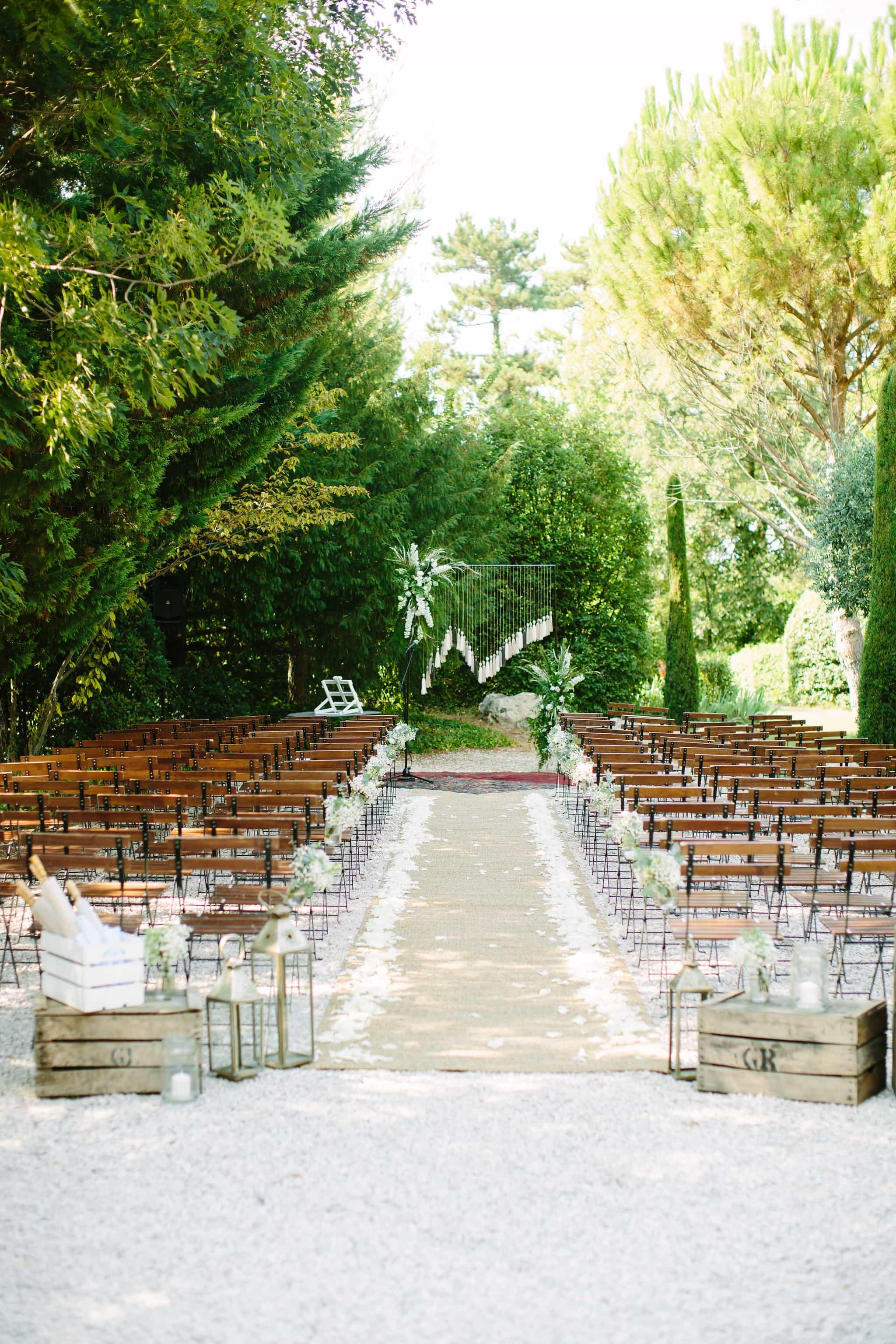 Julie et Olivier : un mariage provençal à la décoration bleu et pêche